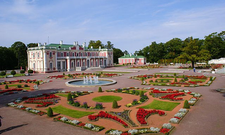 5 hours excursion Medieval Tallinn tour & Kadriorg - Pirita seashore