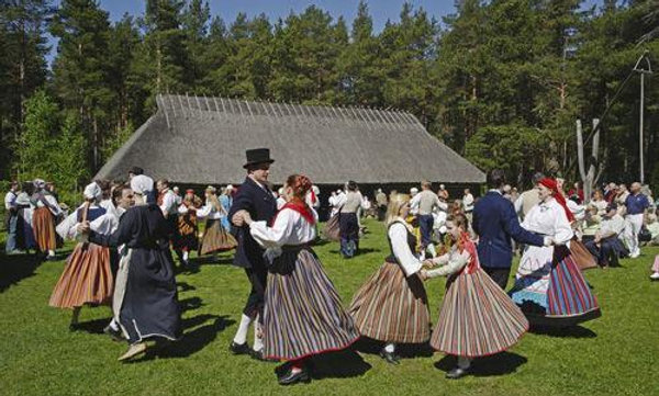 "2 hours excursion in ""Estonian Open Air Museum"""