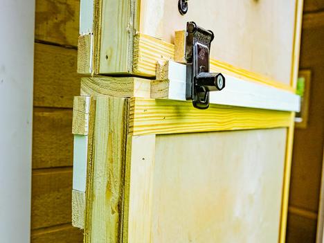 Dutch door (split door) style