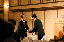 宮澤議員と握手