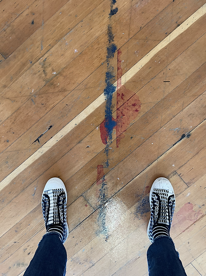 Studio feet.HEIC