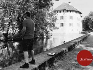 SELBSTBILD - hinter Schloss und Riegel!