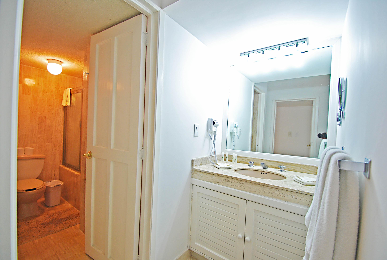 371 - Bathroom 2