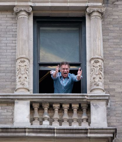 Stokes singing from his window - Gardiner Anderson/for New York Daily News