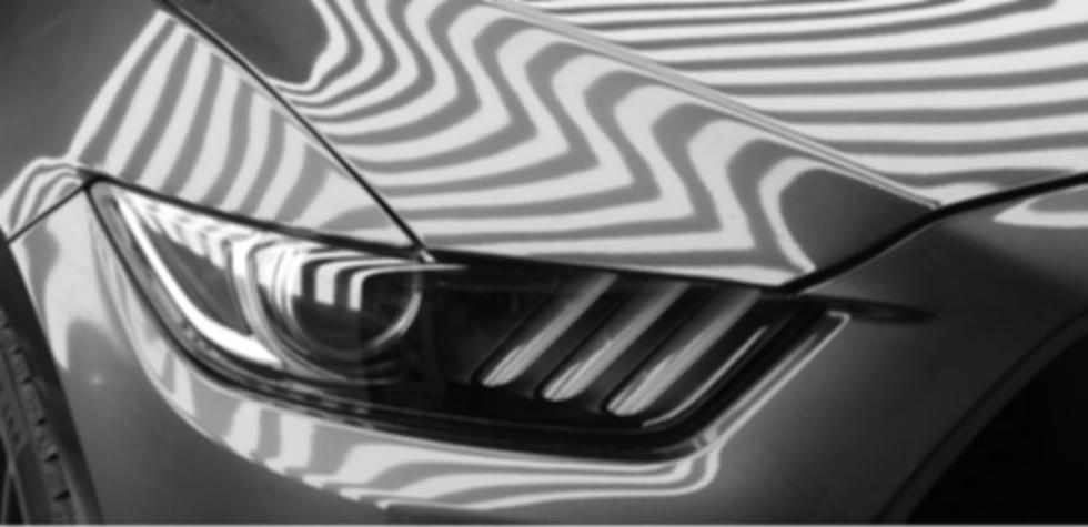 Horizontal Pattern reflection on a mustang car body