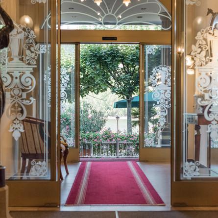 Bellevue-Rheinhotel-Eingangbereich.jpg