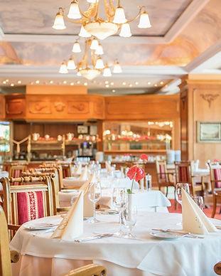 Restaurant-Le-Bristol-Tischreihe-2015.jp