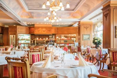 Restaurant-Le-Bristol-Tischreihe-2015.jpg