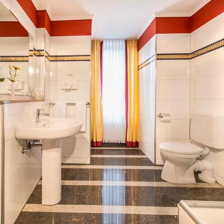 Bellevue-Rheinhotel-Boppard-Badezimmer.jpg
