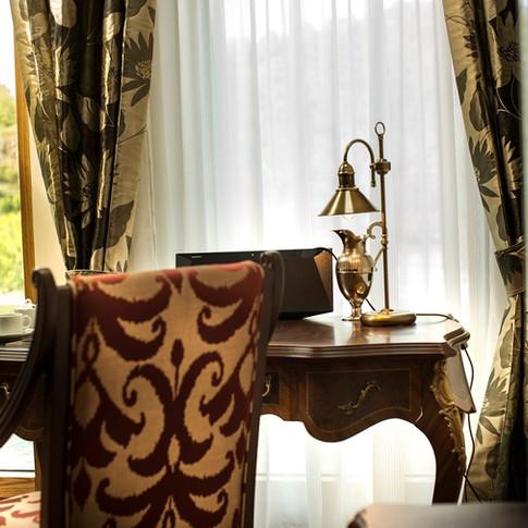 Residence-Bellevue-Boppard-Schreibtisch.jpg