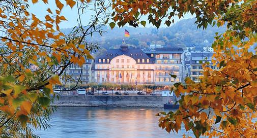 Bellevue-Rheinhotel-Aussenansicht-Herbst.jpg
