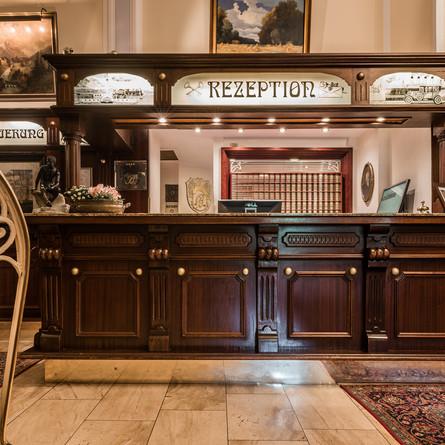 Bellevue-Rheinhotel-Rezeption.jpg