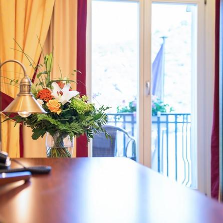 Bellevue-Rheinhotel-Boppard-Einzelzimmer-Blumen.jpg