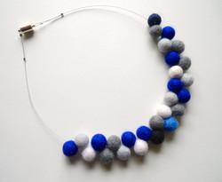 Atom in blue_white