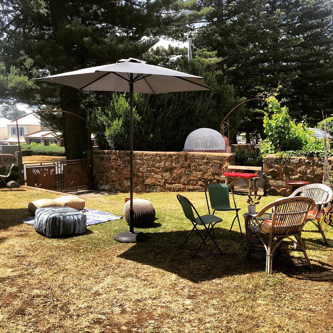 Dulang Kitchen Bar Garden: Merrijig Inn & Merrijig Kitchen Port Fairy
