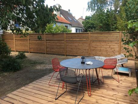 Terrasse en pin et clôture bois