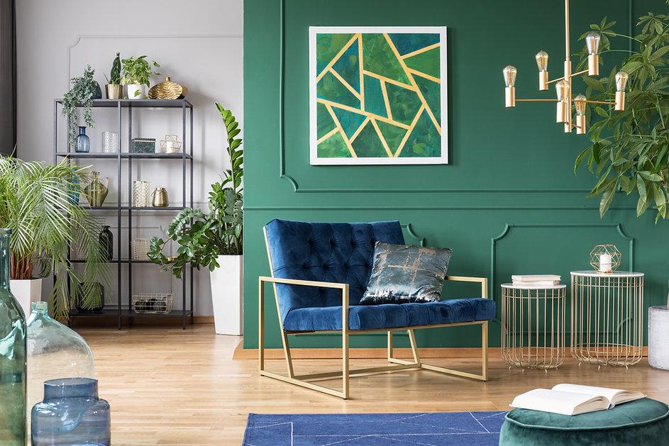 Stylish living room interior idea with g