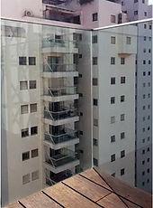 מרפסות בתל אביב, מרפסות תלויות מפלדה