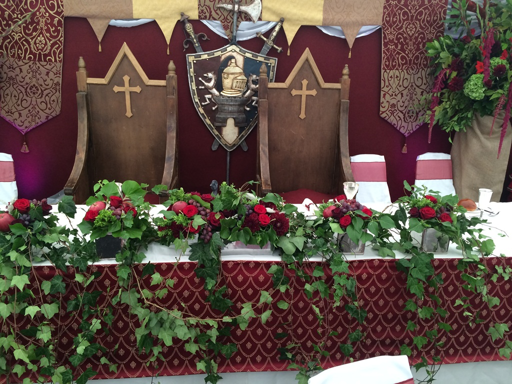 thrones and table decor