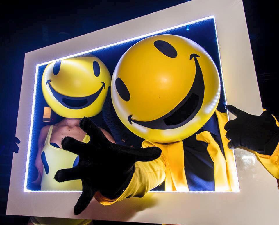 smiley heads and frame