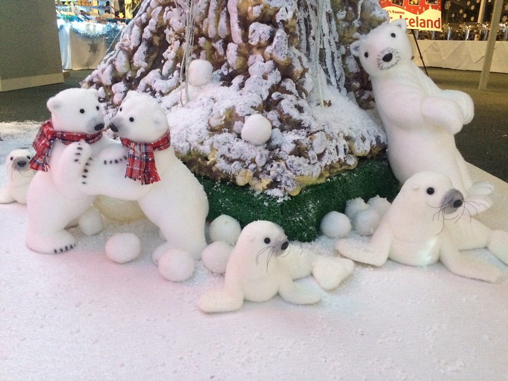 polar bears and tree