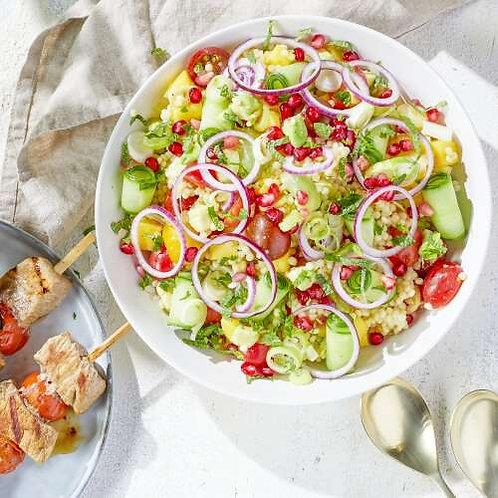 Brochette de boeuf et salade de perles de couscous colorées