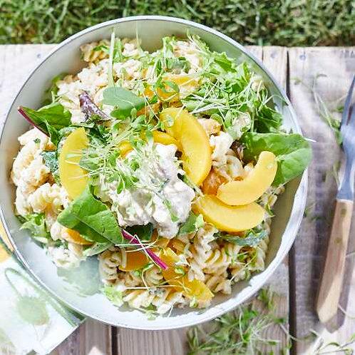 Salade de pâtes aux pêches au thon et épinards frais