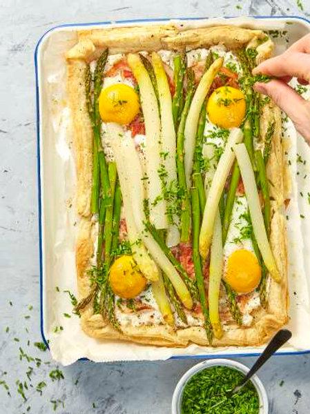 Tartelette d'asperges au fromage frais, pancetta et sauce gribiche