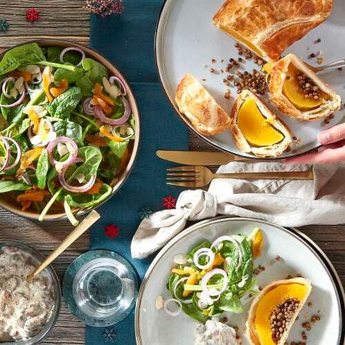 Wellington de Butternut au boeuf, sauce aux champignons et salade d'épinards