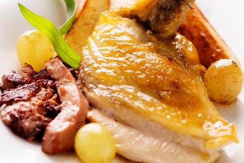 Filet de poulet braisé, pommes de terre cocotte et compote maison