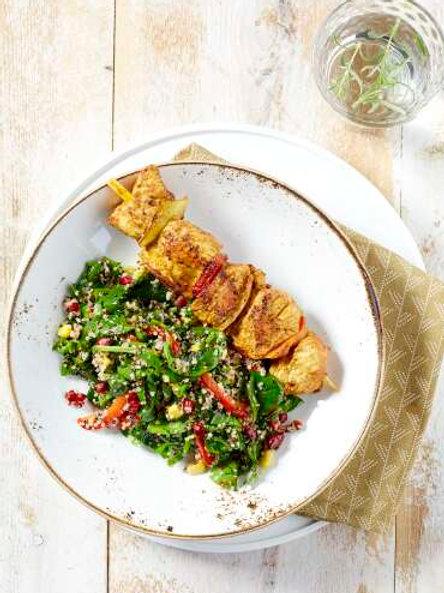 Brochette de poulet hawaïenne et salade de quinoa aux 3 couleurs