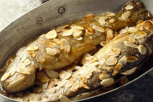 Truite saumoné aux amandes, tagliatelles aux épinards et petits légumes