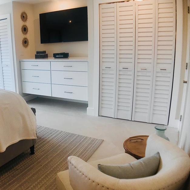 Masterbed room closet