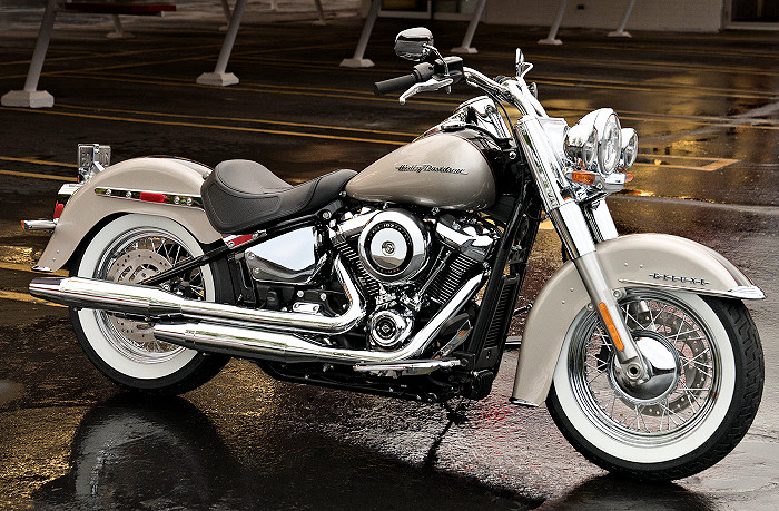 Harley-1745_SOFTAIL_DELUXE_FLDE_2018_700px