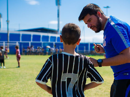 O treinador de escolinhas de futebol e sua importância além dos jogos