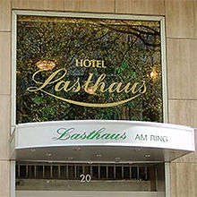 Eingang des Hotel Lasthaus am Ring mitten in Köln