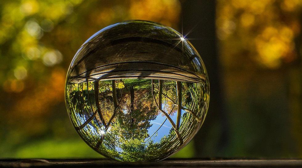 glass-ball-2235129_1920_edited.jpg
