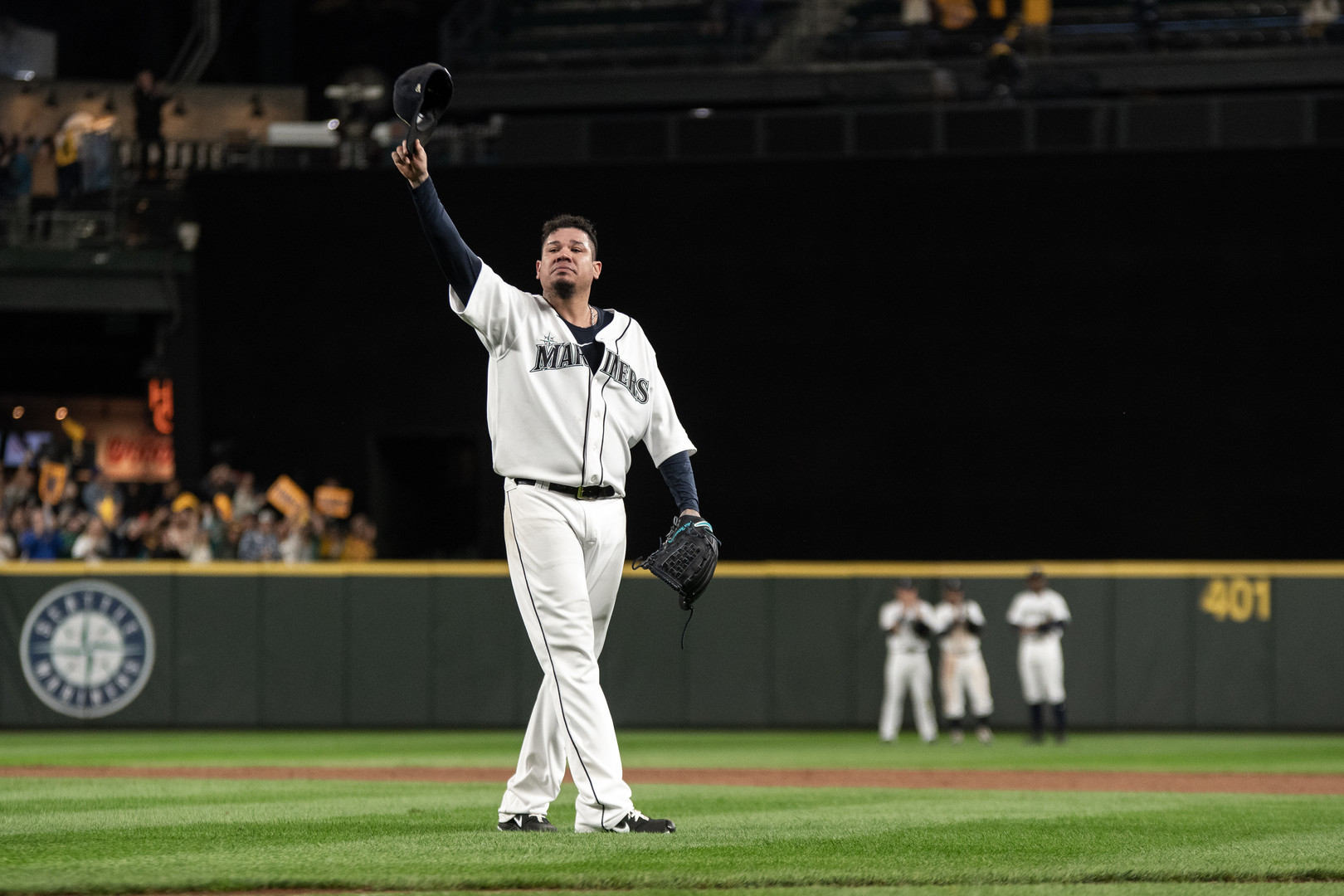 Pitcher Felix Hernandez raises his hat in a salute to admiring fans as he walks off the pitchers mound for the last time as a Seattle Mariner. Oakland Athletics vs. The Seattle Mariners, Seattle, September 27th, 2019.