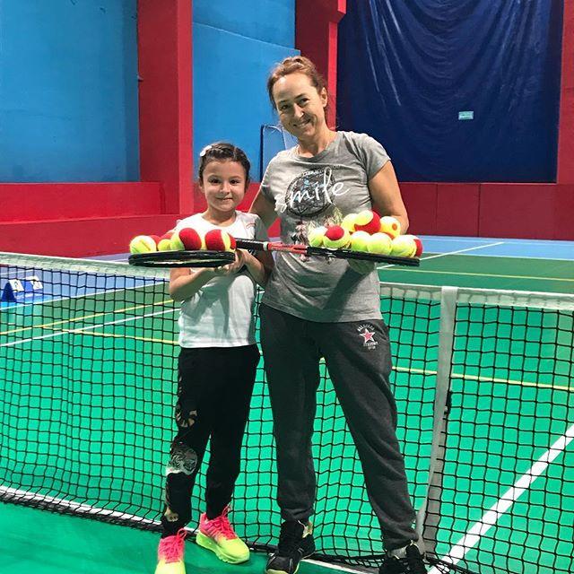 Юной теннисистке всего 6, а она уже второй год готовится стать Олимпийской чемпионкой! «Высшая Лига» раскрывает потенциал молодых спортсменов! Претвори мечту о спорте в жизнь! +7(495)627-10-10; +7(985)477-95-97