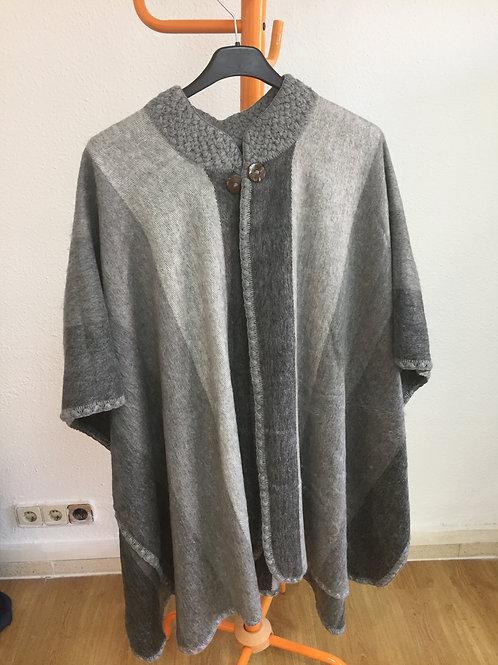 Poncho Unisex en tonos grises y blancos Talla Unica