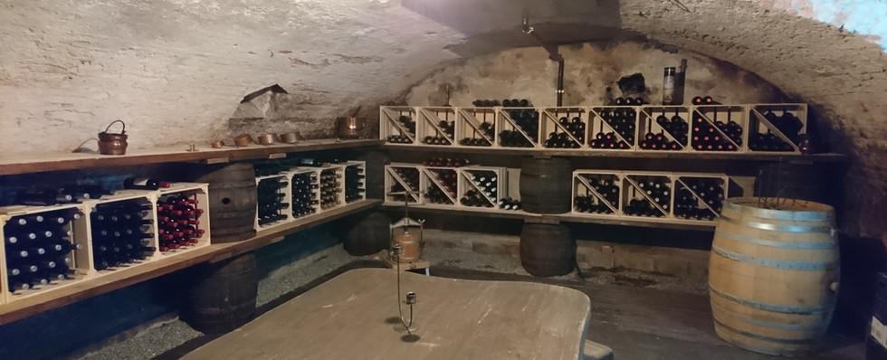 Weinkeller im UG.