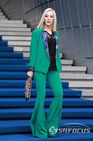 fashionweekgreen.jpg