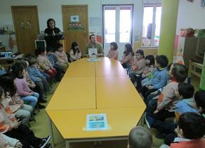Estremoz Editora esteve na escola Mãe Galinha a contar a história As Lamurias da Formiga Margarida