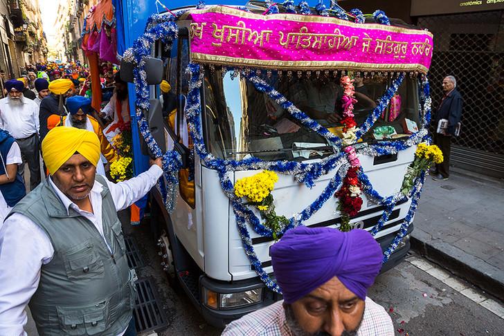 GALERÍA: La India sikh viu al Raval