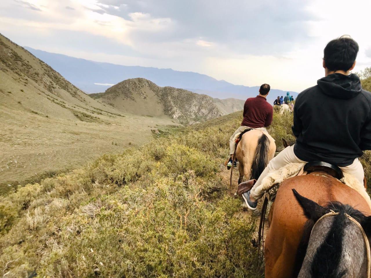 Cabalgata por los Andes al atardecer