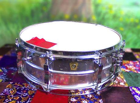 Snare Ludwig 2 Acrolite focus.jpg