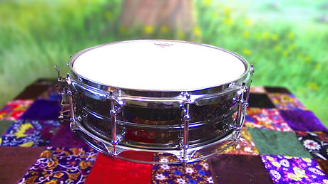 Snare Ludwig Black Beauty shallow focus.jpg