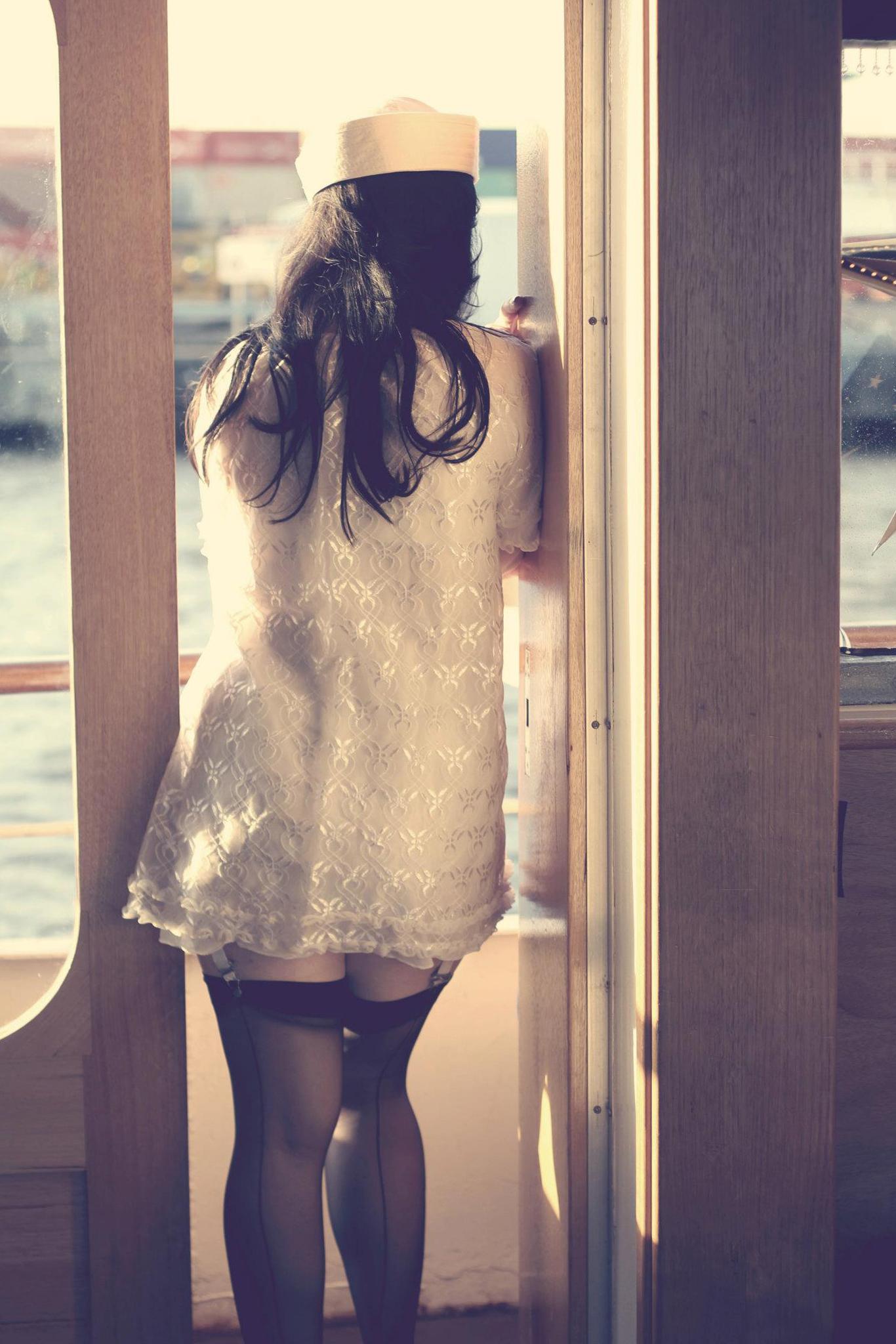 burlesque boat 1.jpg