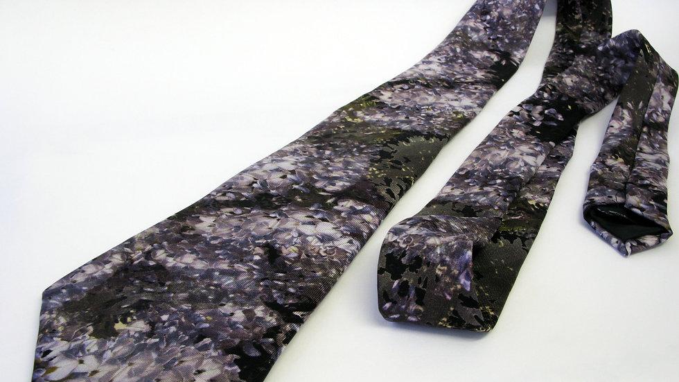 Vi Wisteria Tie