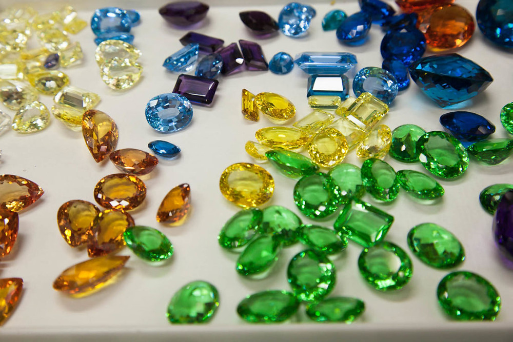 Synthetic gem | www.gemstonedetective.com